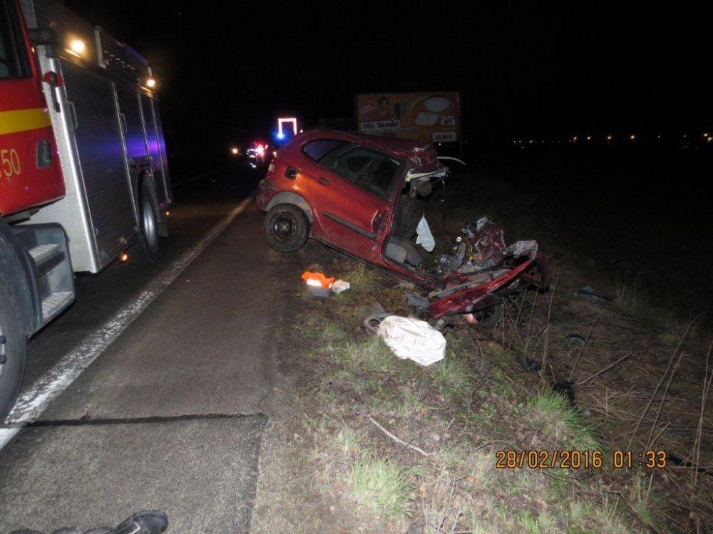 Vážna dopravná nehoda autobusu a osobného automobilu pod Strečnom  28.2., foto 3