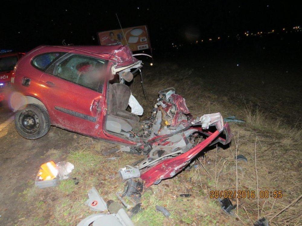 Vážna dopravná nehoda autobusu a osobného automobilu pod Strečnom  28.2., foto 5