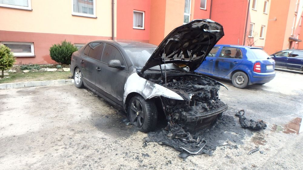 Požiar osobného auta, ulica Kempelenova, Hájik, foto 2