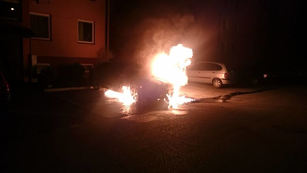 Požiar osobného auta, ulica Kempelenova, Hájik, foto 3