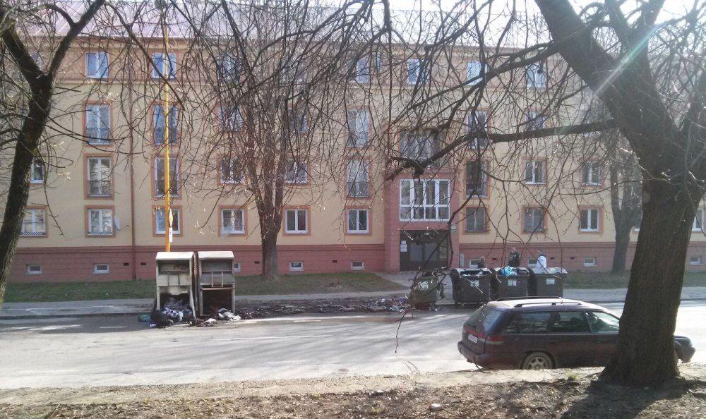 Požiar kontajnerov na triedený odpad, ulica Veľká Okružná - 23.3.2016, foto 3