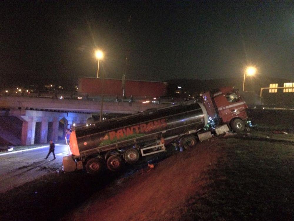 Nehoda cisterny na vjazde do Žiliny - 24.3.2016, foto 3