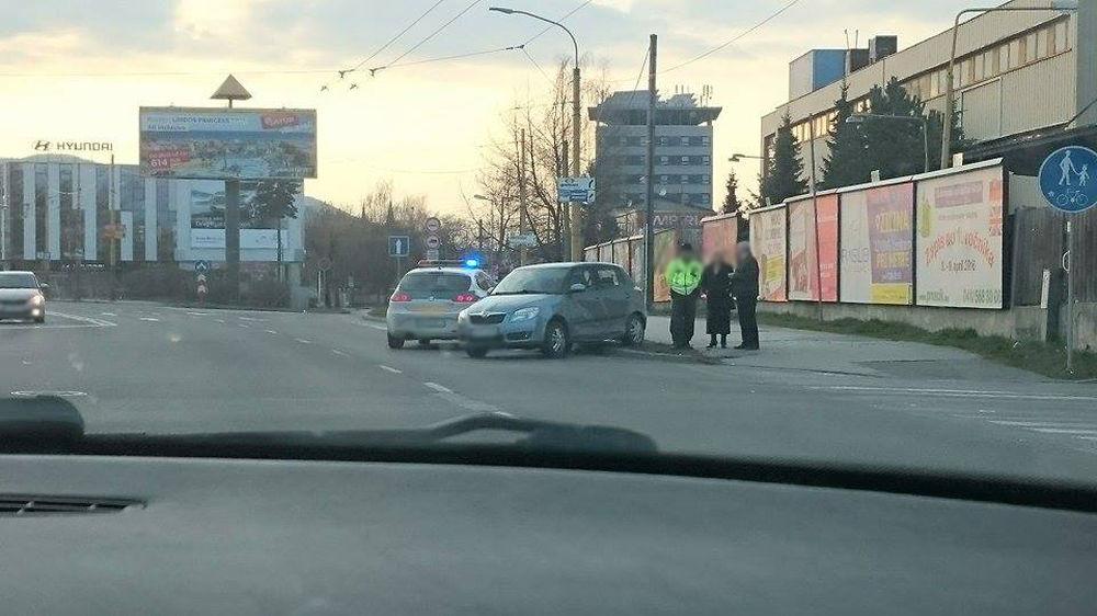 Nehoda na Košickej ulici Žilina 28.3.2016, foto 1