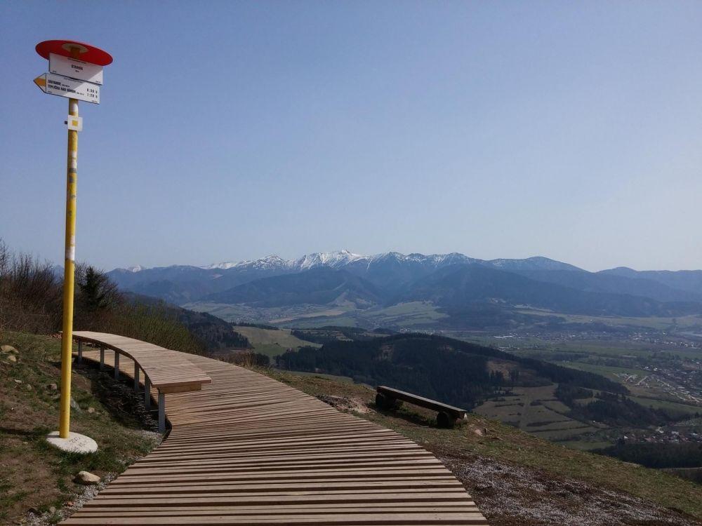 Nový prístrešok a turistická lávka na Straníku, foto 2