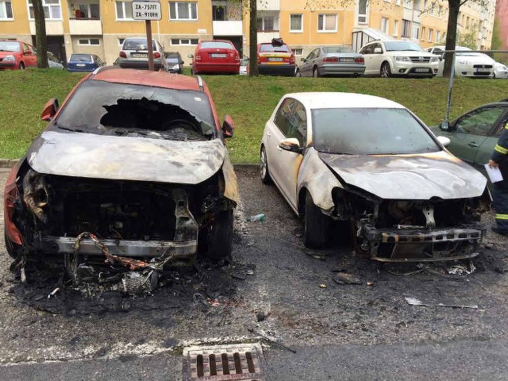 Požiar osobného auta na Hájiku - 28.4.2016 fotografie od majiteľa, foto 1