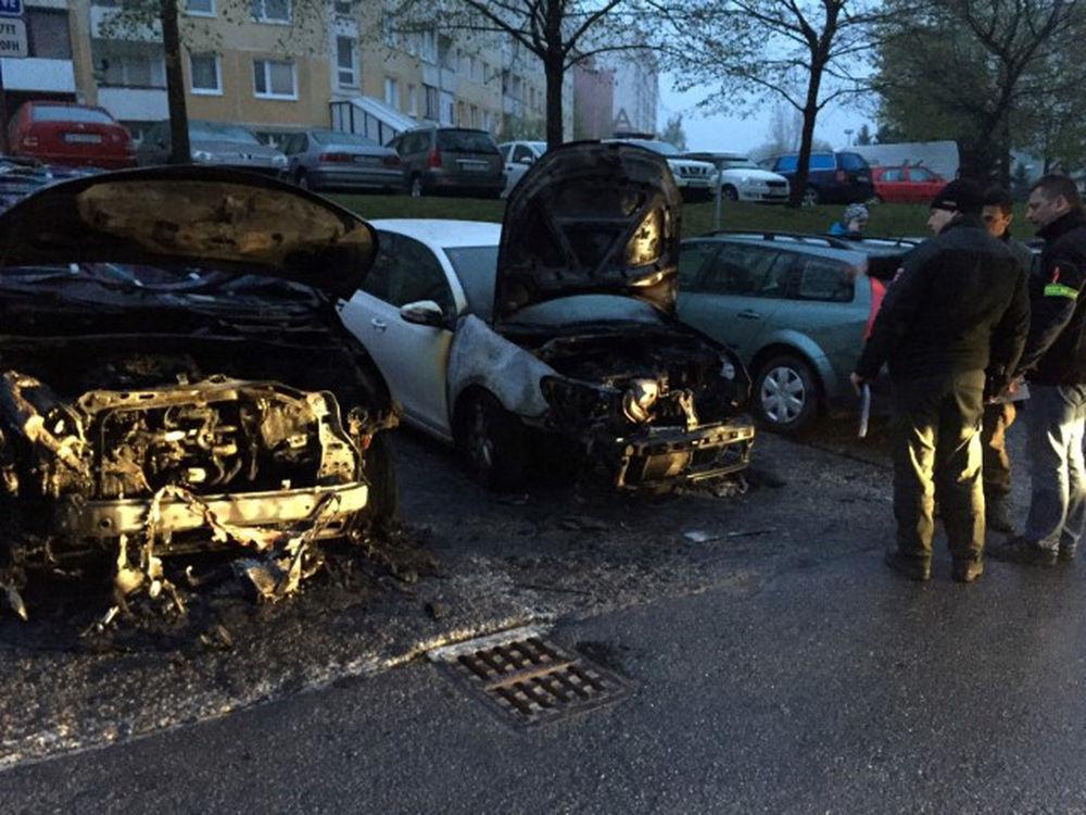 Požiar osobného auta na Hájiku - 28.4.2016 fotografie od majiteľa, foto 3