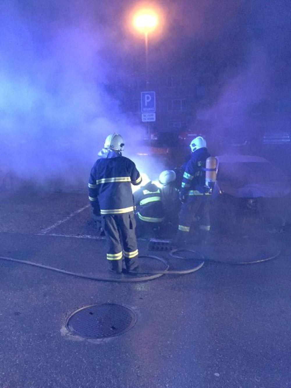 Požiar osobného auta na Hájiku - 28.4.2016 fotografie od majiteľa, foto 10