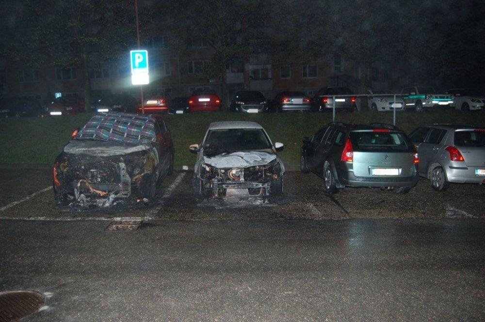 Policajti zadržali podpaľačov, ktorí zničili autá na Hájiku a v Rajci, foto 2