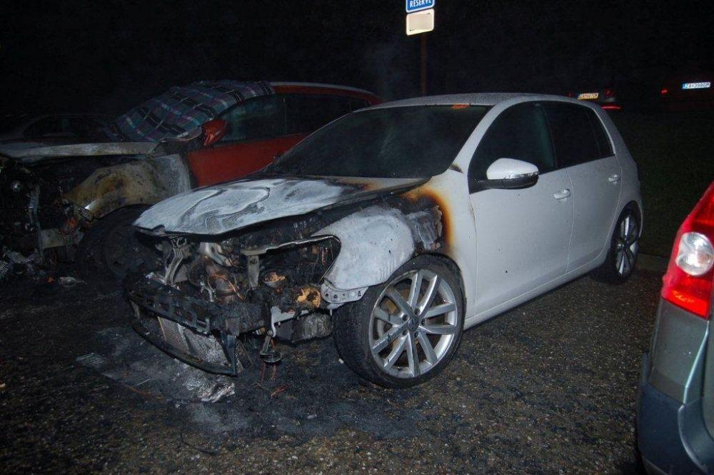 Policajti zadržali podpaľačov, ktorí zničili autá na Hájiku a v Rajci, foto 3