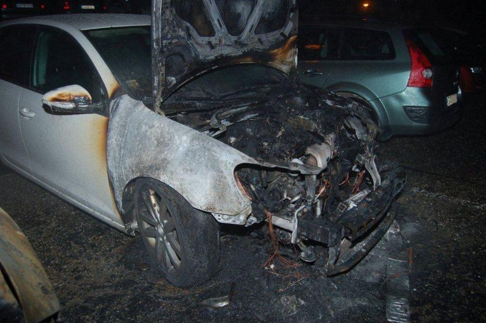 Policajti zadržali podpaľačov, ktorí zničili autá na Hájiku a v Rajci, foto 4