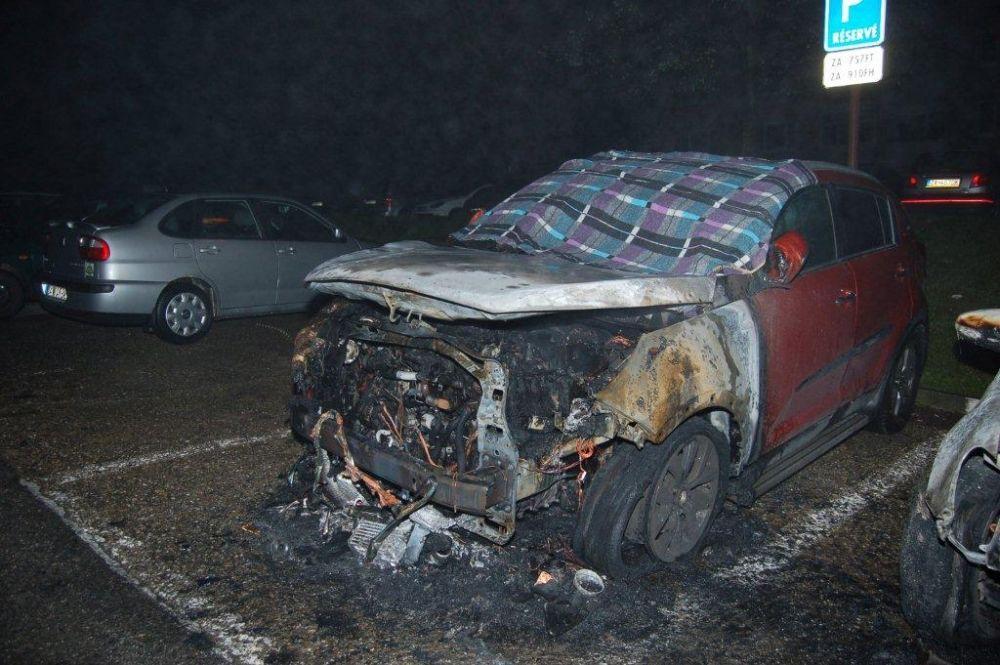 Policajti zadržali podpaľačov, ktorí zničili autá na Hájiku a v Rajci, foto 5