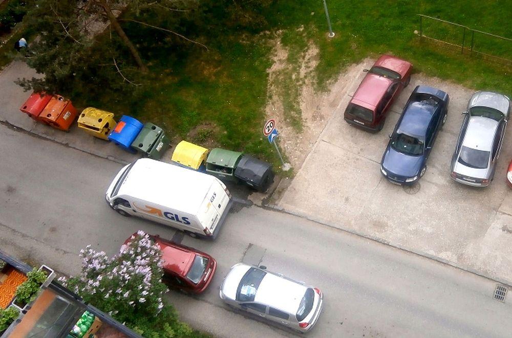 Nebezpečné kontajnery Slovanská ulica , foto 1