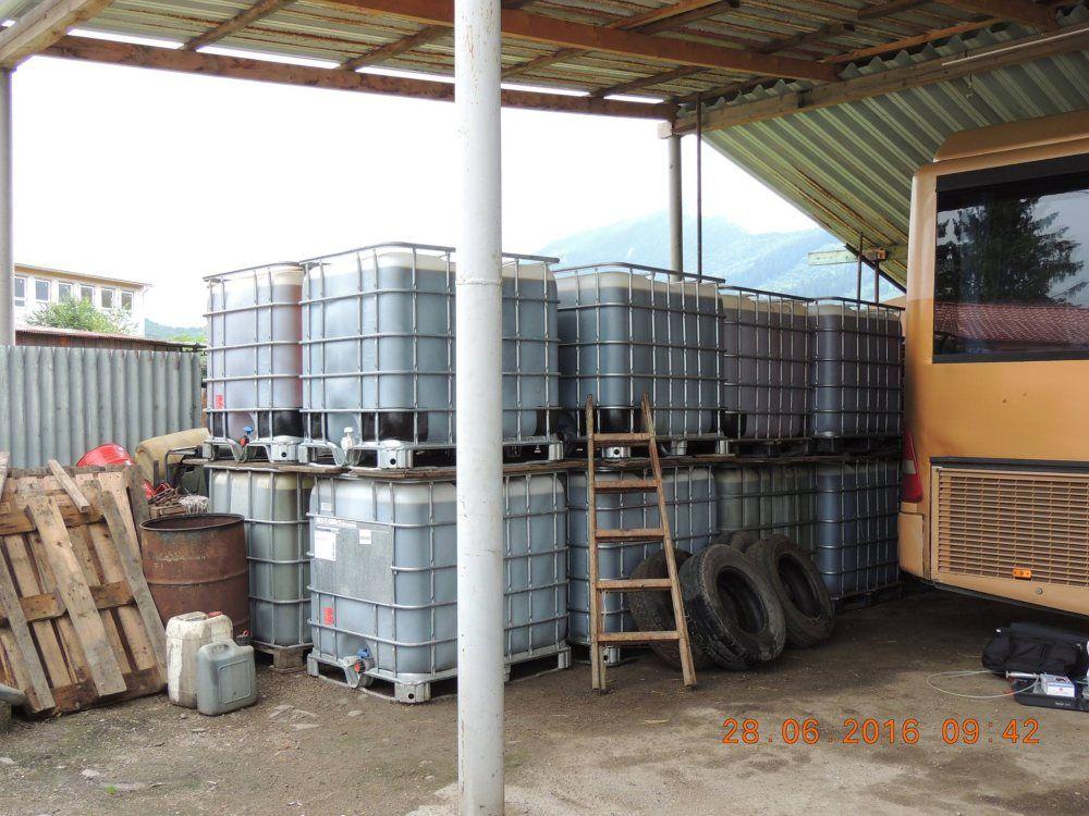 Pravdepodobne nelegálnu naftu skladoval podnikateľ v Strečne, foto 2