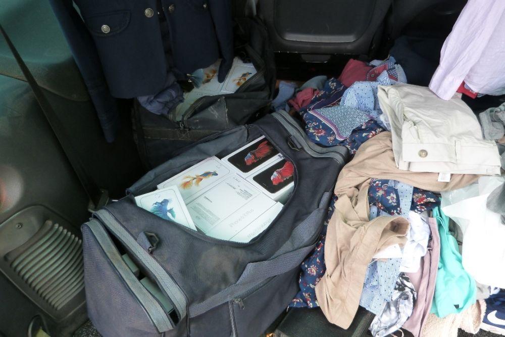 Žilinskí colníci zadržali ženu, ktorá prevážala mobilné telefóny do Poľska, foto 2