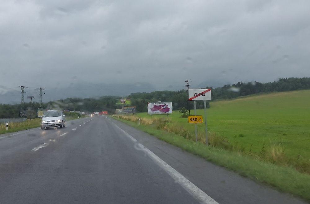 Posunutá dopravná značka začiatku a konca obce - Žilina, Šibenice, foto 1