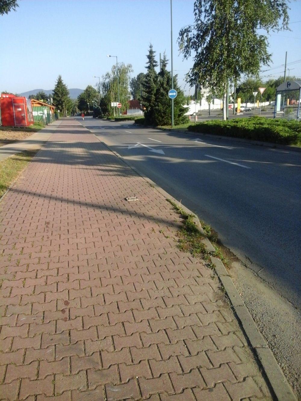 Výbežky na chodníkoch ul. Vysokoškolákov Žilina, foto 1