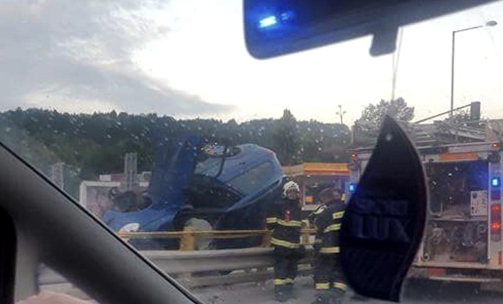 Prevrátený automobil Strážov 16.8.2016, foto 1