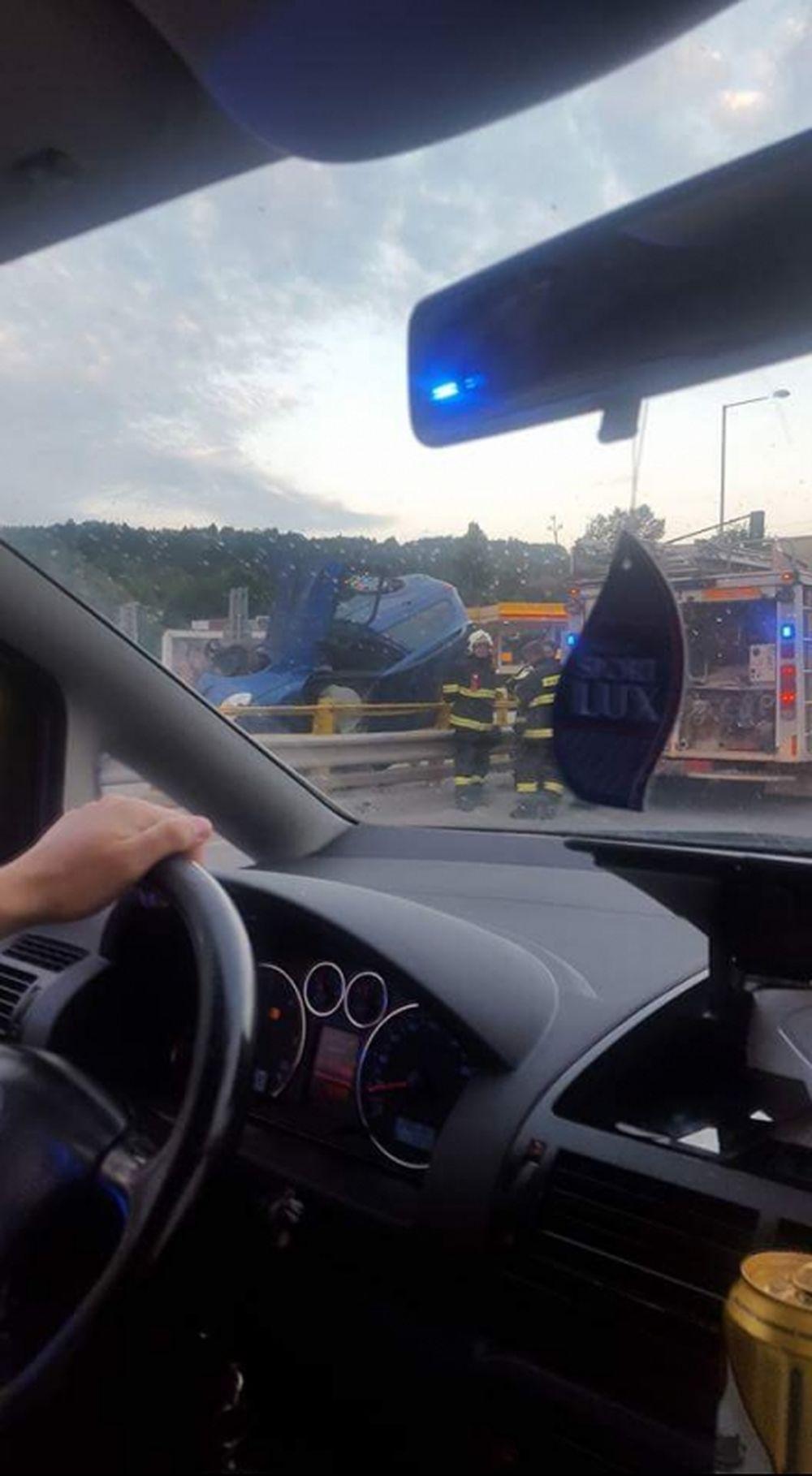 Prevrátený automobil Strážov 16.8.2016, foto 2