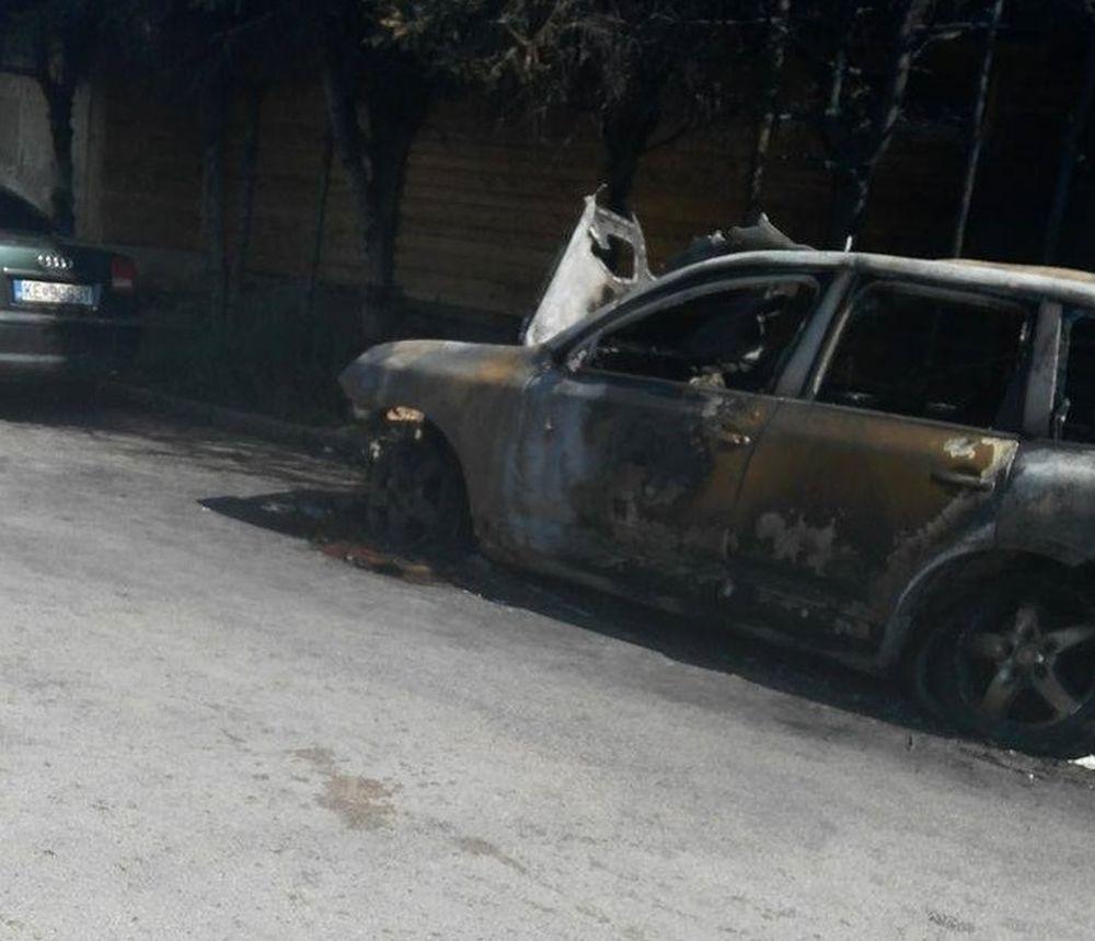 Vrak zhoreného vozidla v Budatíne, foto 2