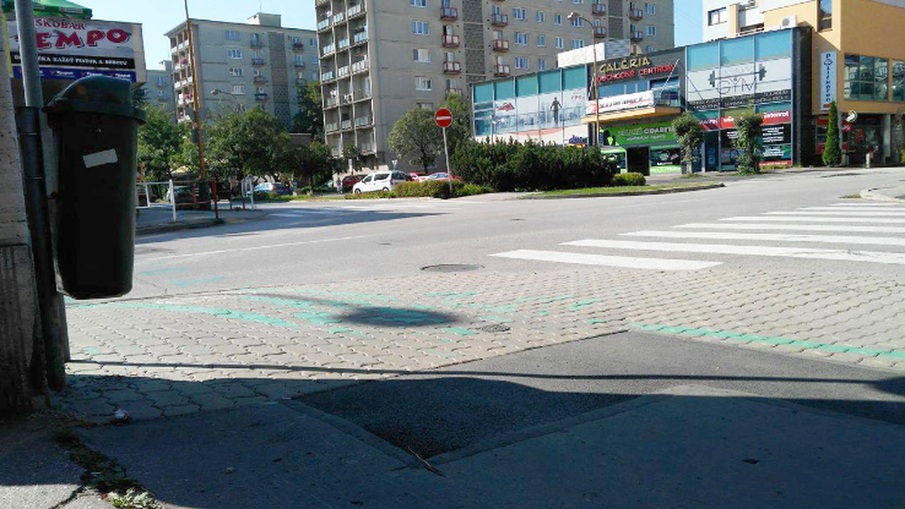 Zvláštne vodorovné dopravné značenie ul. Bernoláka, foto 2