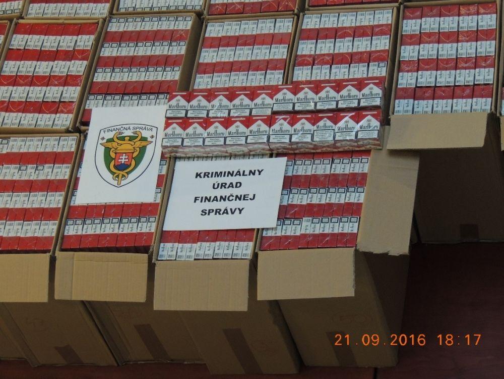 Muž pašoval nelegálne cigarety, zadržali ho žilinskí colníci, foto 2
