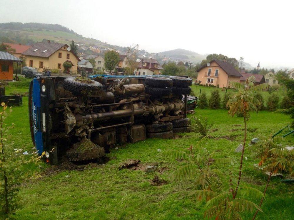 Dopravná nehoda Tatry v obci Čierne - 5.10.2016, foto 3