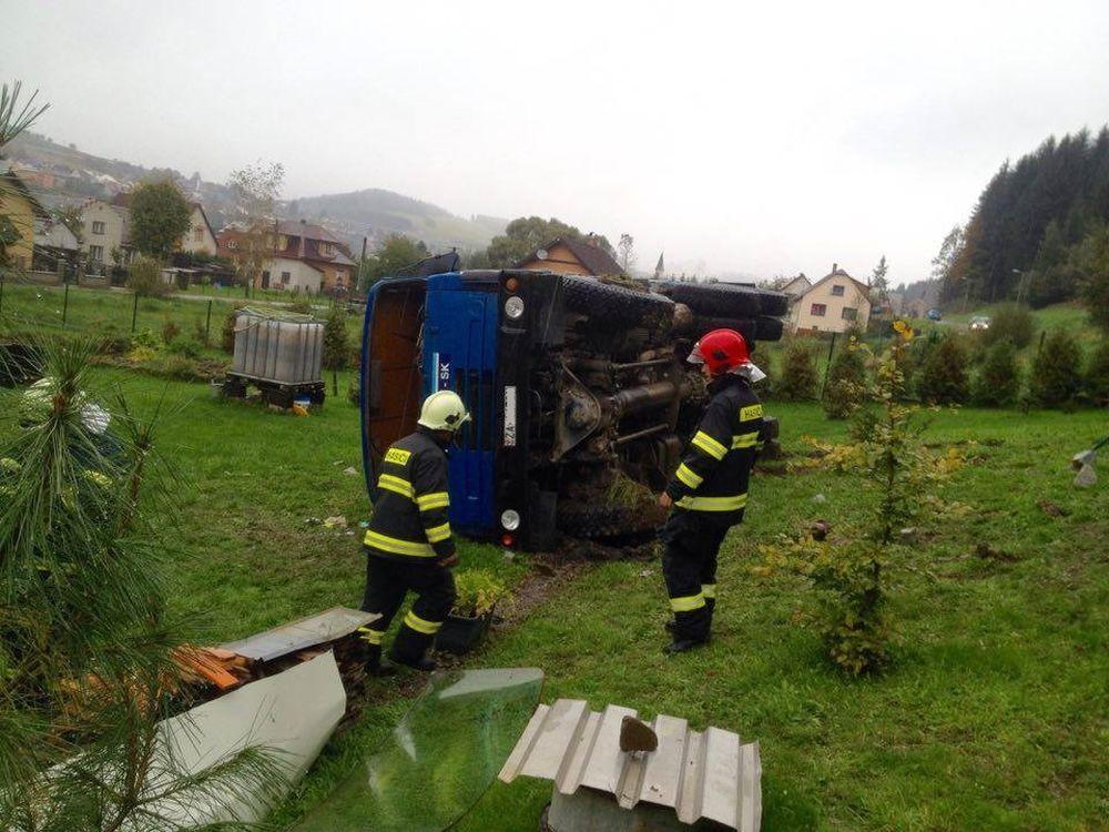 Dopravná nehoda Tatry v obci Čierne - 5.10.2016, foto 4