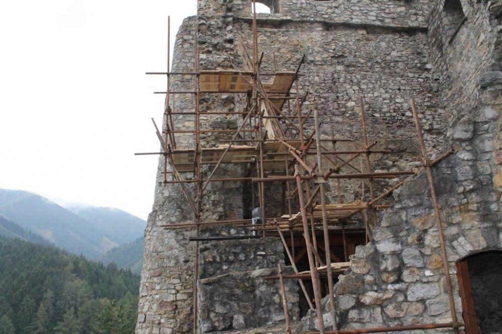 Prípravy hradu Strečno na novú sezónu 2017, foto 2