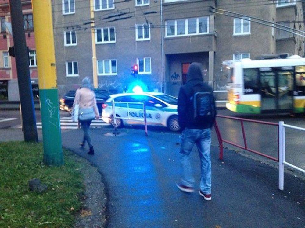 Vodič zrazil chodkyňu na priechode pre chodcov pri Auparku, foto 2