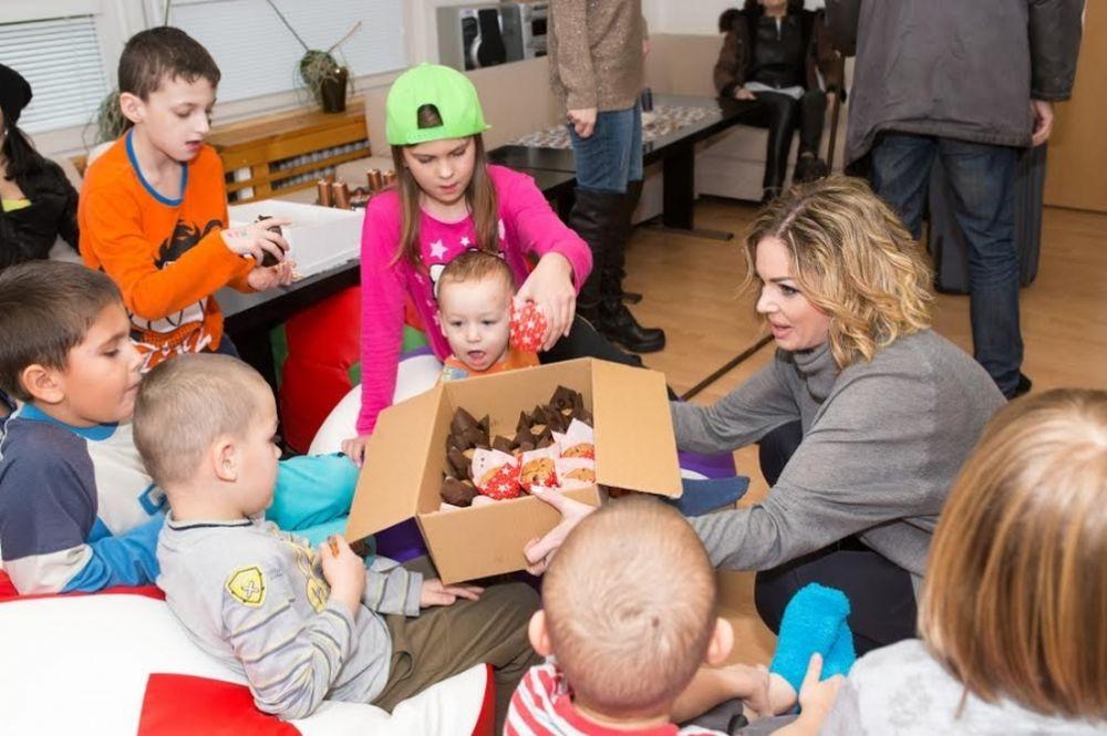 5. ročník vianočnej zbierky pre deti v krízovom centre Lúč, foto 2