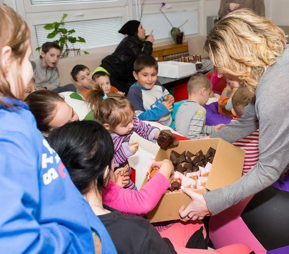5. ročník vianočnej zbierky pre deti v krízovom centre Lúč, foto 3