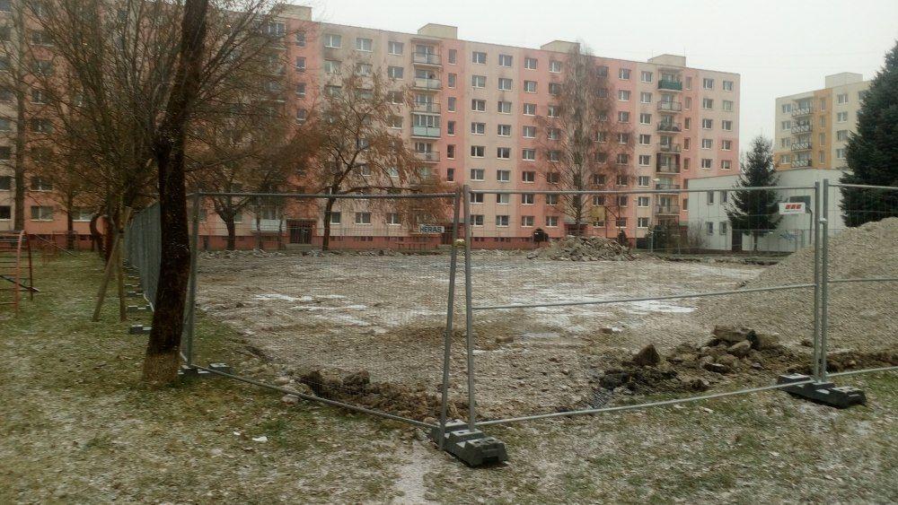 Práce na realizácií ovocného sadu na Vlčincoch začali, foto 3
