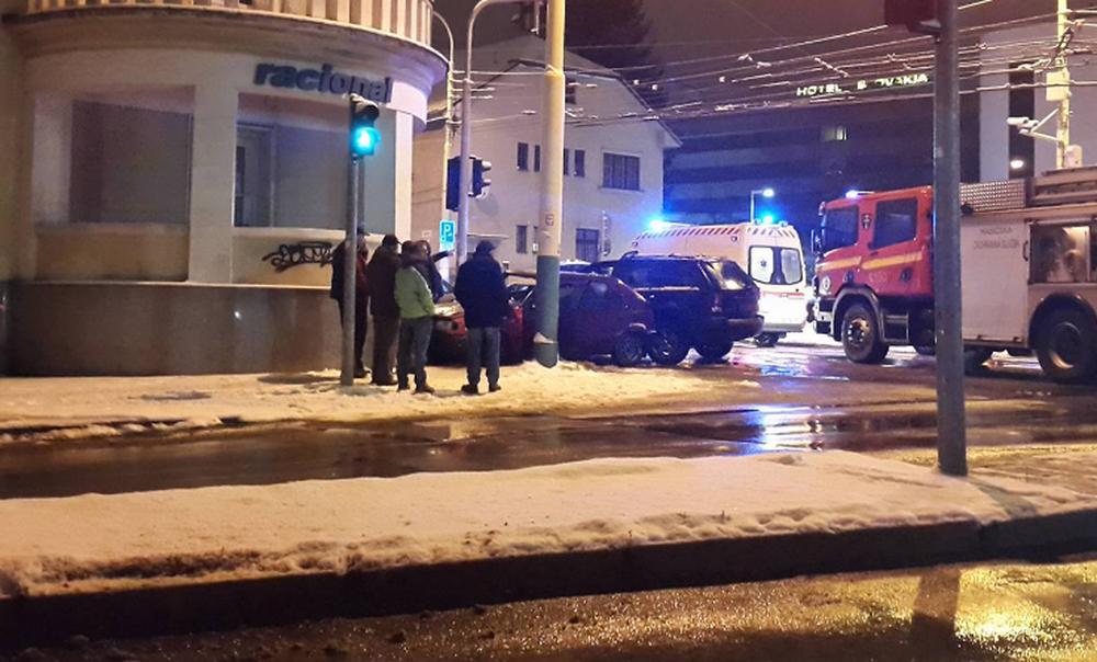 Vážna dopravná nehoda Komenského ulica 03.01.2017, foto 2