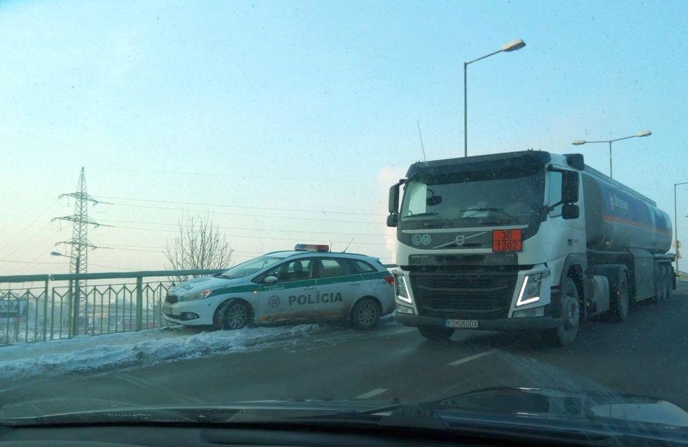 Nehoda policajnej hliadky na ulici Kamenná, foto 3