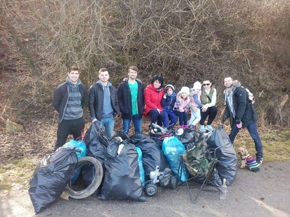 Čistenie okolia Vodného diela a zbieranie odpadu - 3.3.2017, foto 2