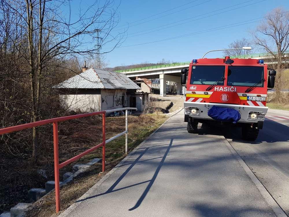 Požiar suchej trávy na Rosinskej a Obežnej ulici - 26.3.2017, foto 3