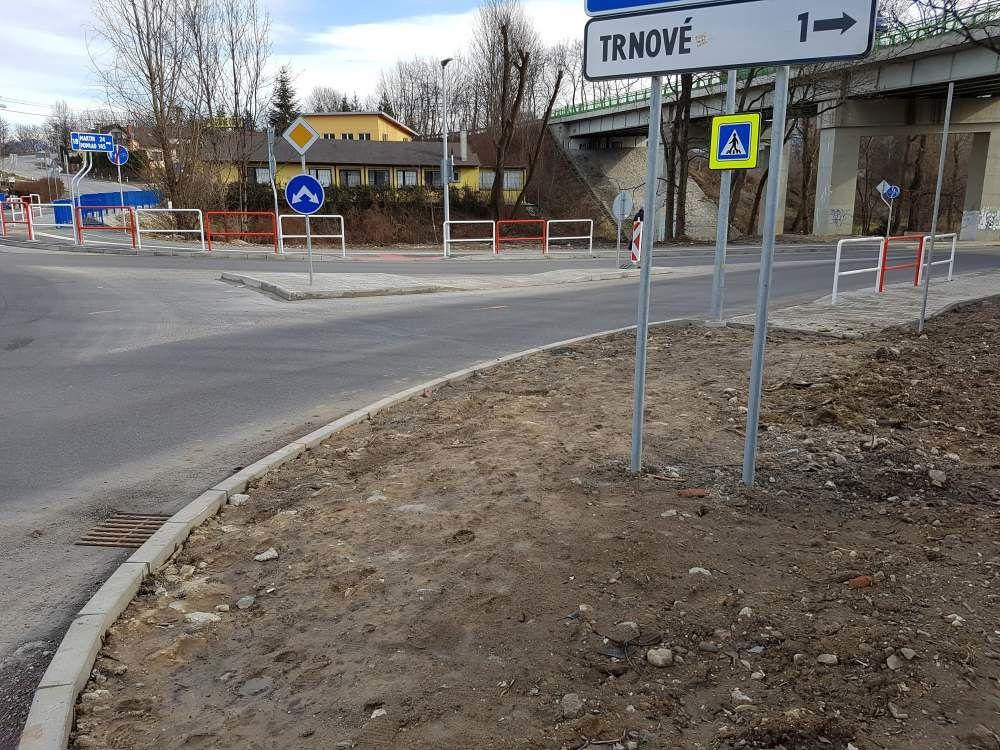 Chýbajúci chodník pri kruhovom objazde v Celulózke, foto 2