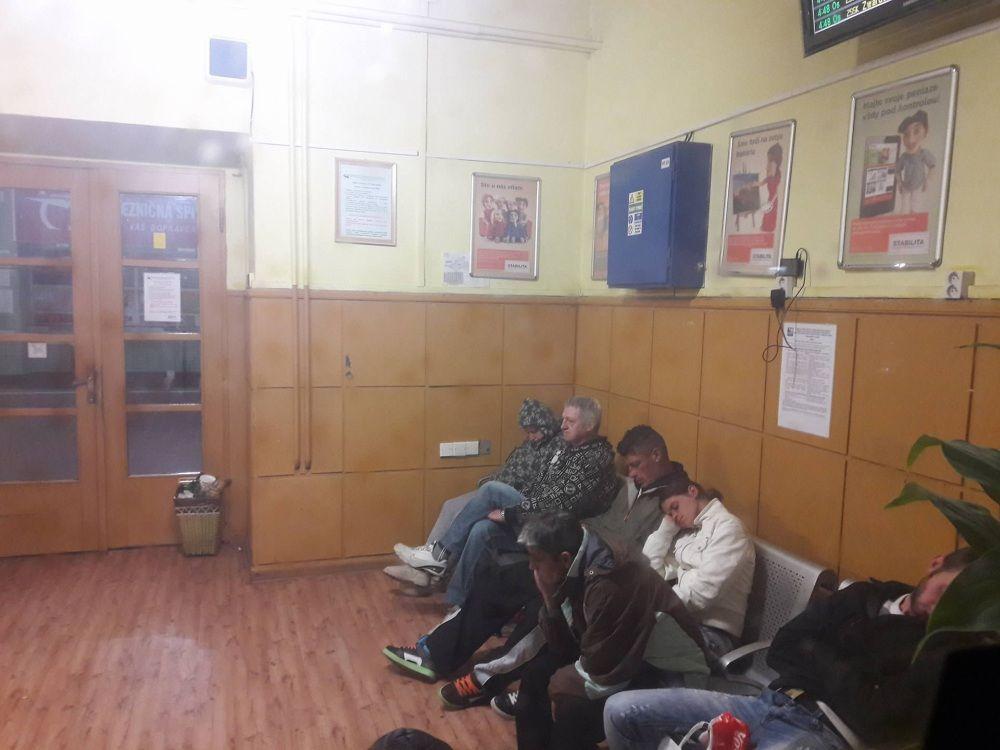 Neprispôsobiví občania na železničnej stanici v Žiline, foto 2