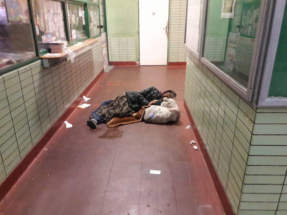 Neprispôsobiví občania na železničnej stanici v Žiline, foto 3