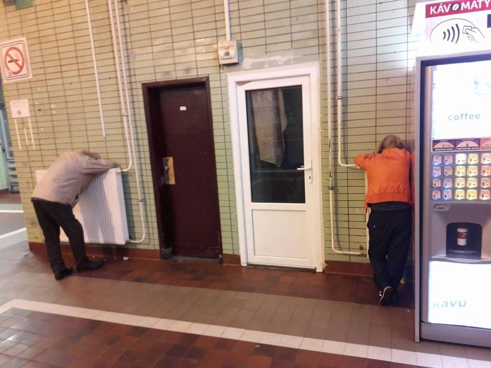 Neprispôsobiví občania na železničnej stanici v Žiline, foto 4