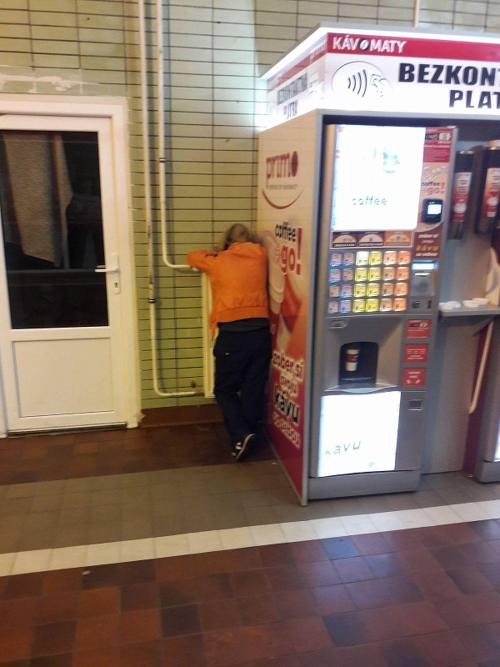 Neprispôsobiví občania na železničnej stanici v Žiline, foto 5