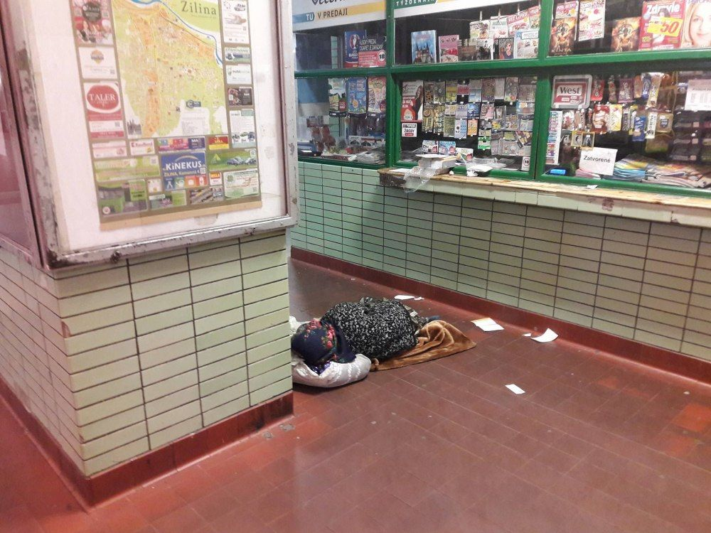 Neprispôsobiví občania na železničnej stanici v Žiline, foto 6