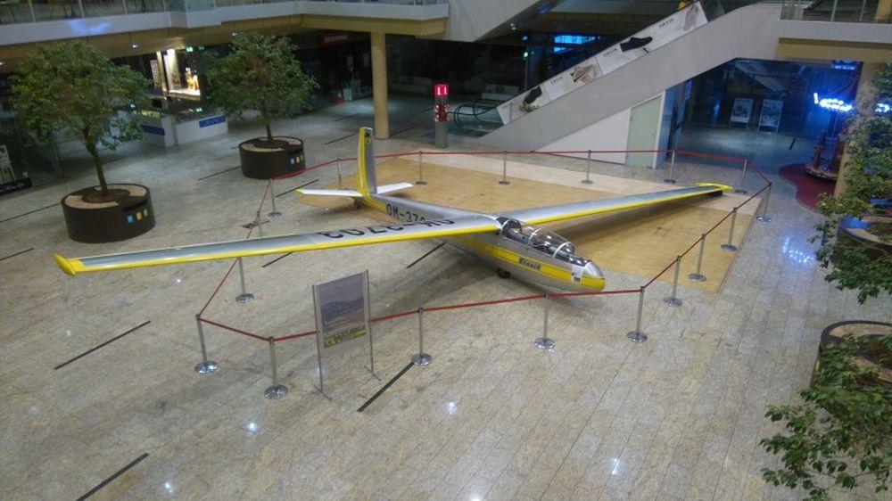 Vetroň L-13 Blaník v AUPARK Shopping Center Žilina, foto 3