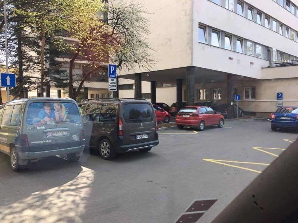 Nezodpovedné parkovanie v žilinskej nemocnici, foto 2