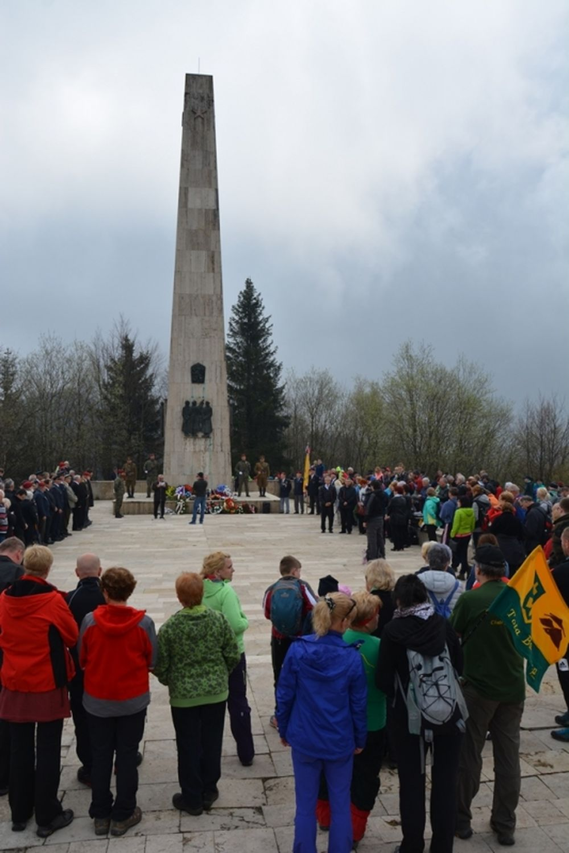 Oslavy 72. výročia ukončenia vojny pri pamätníku na Polome, foto 1