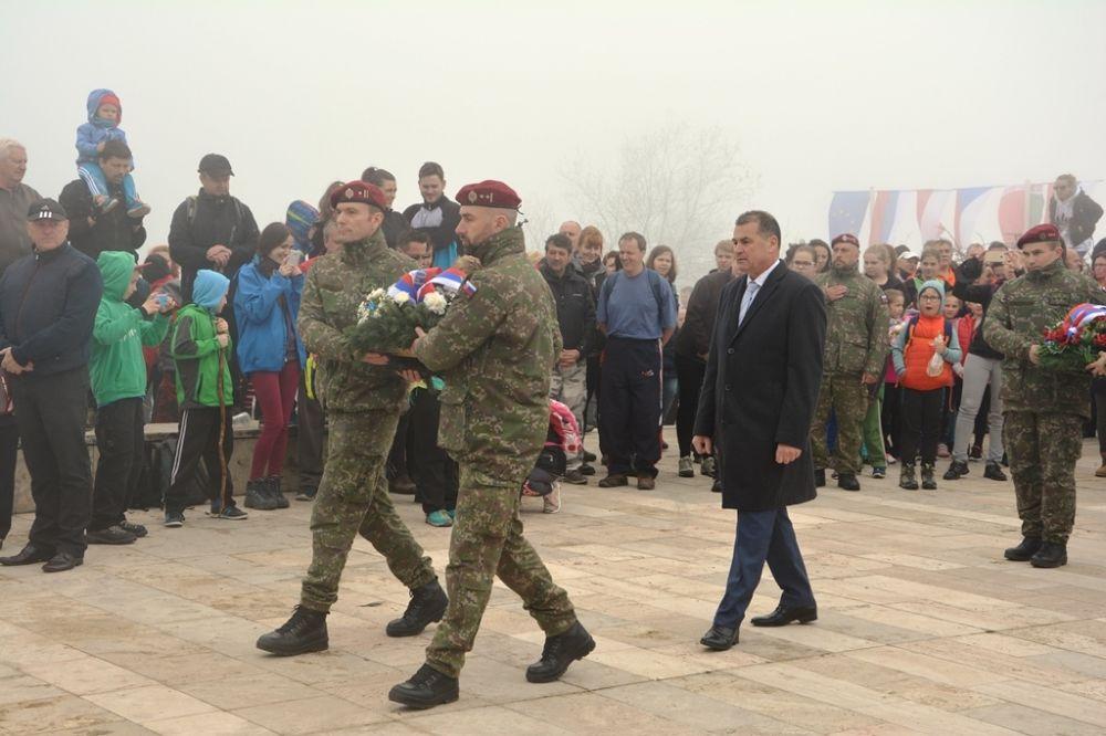Oslavy 72. výročia ukončenia vojny pri pamätníku na Polome, foto 2