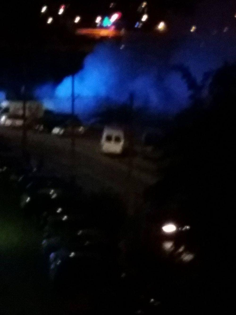 Na Smrekovej ulici horí osobné auto, foto 3
