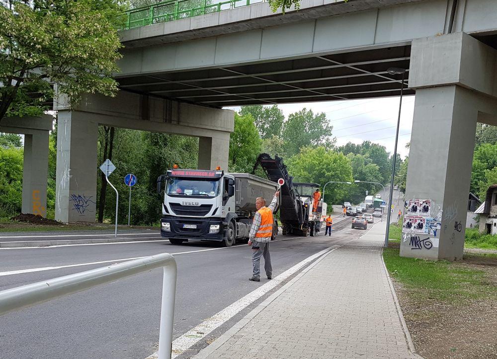 Na Rosinskej ceste začali s frézovaním starej cesty, foto 1