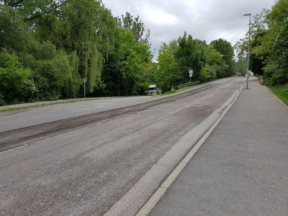 Na Rosinskej ceste začali s frézovaním starej cesty, foto 2