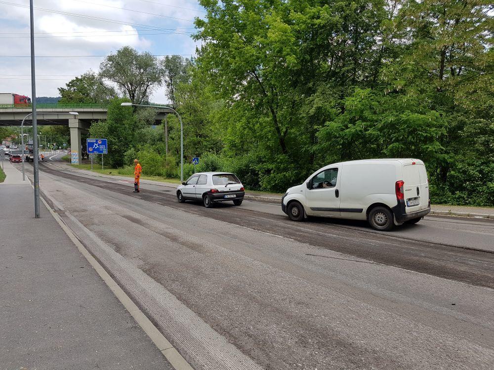 Na Rosinskej ceste začali s frézovaním starej cesty, foto 3